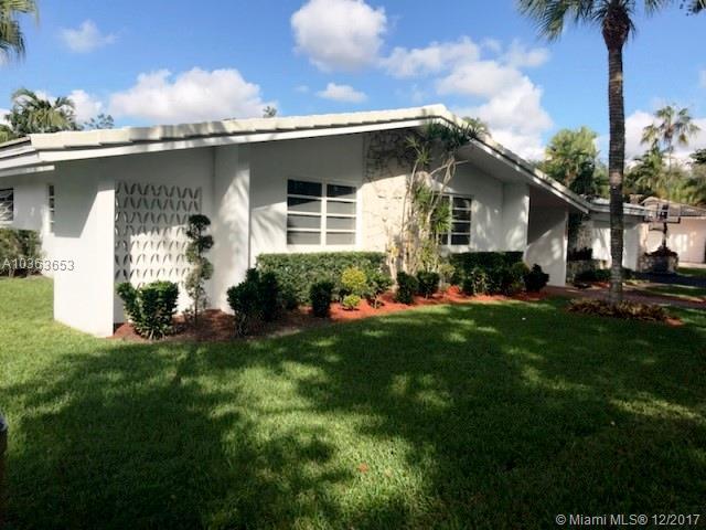 16200 Aberdeen Way, Miami Lakes, FL - USA (photo 2)