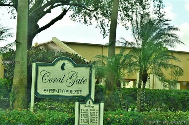 6018 Coral Lake Dr  #206, Margate, FL - USA (photo 1)