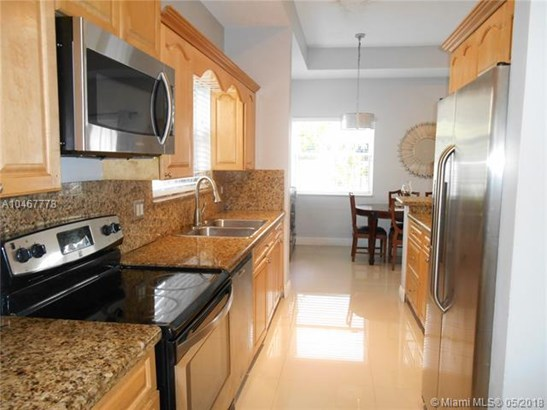 1040 Sw 85th Ter, Pembroke Pines, FL - USA (photo 5)
