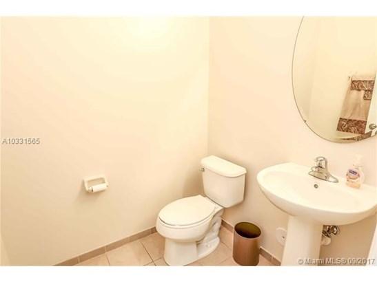 Condo/Townhouse - Hialeah, FL (photo 5)