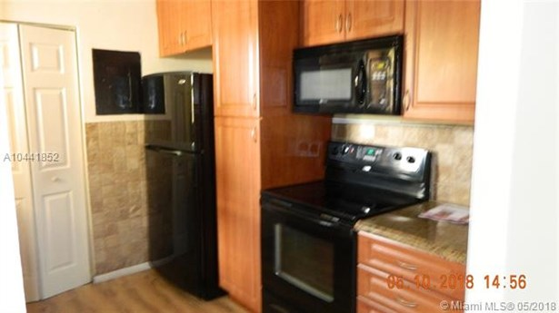 530 Nw 114th Ave  #103, Sweetwater, FL - USA (photo 5)