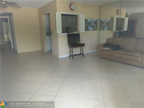 Condo/Townhouse - Deerfield Beach, FL (photo 2)
