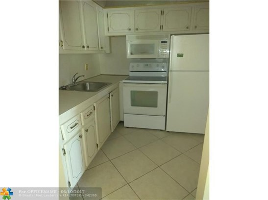 Condo/Townhouse - Deerfield Beach, FL (photo 4)