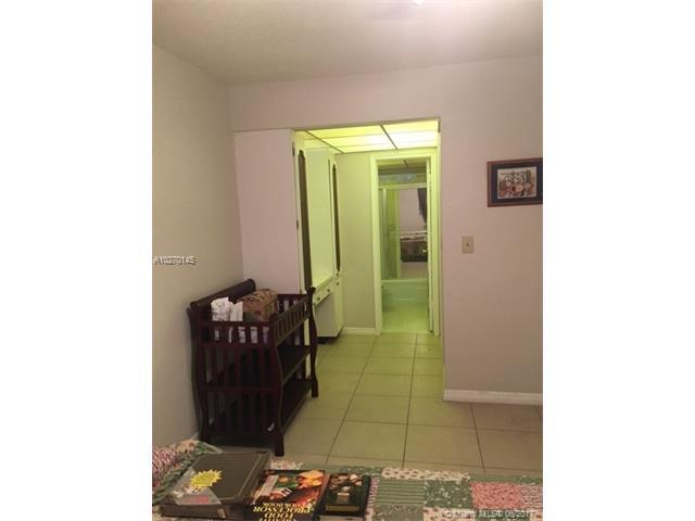 Condo/Townhouse - Lauderhill, FL (photo 3)