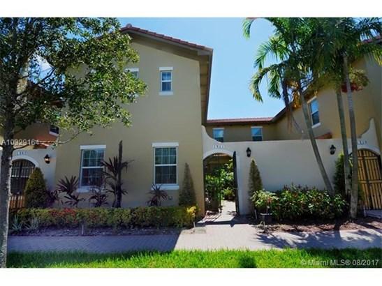 Condo/Townhouse - Pembroke Pines, FL (photo 1)