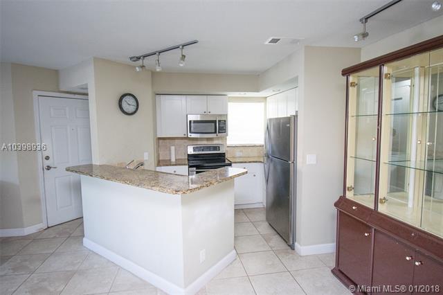 3330 N Pinewalk Dr N  #1611, Margate, FL - USA (photo 4)