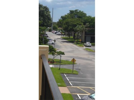 Condo/Townhouse - Hollywood, FL (photo 3)
