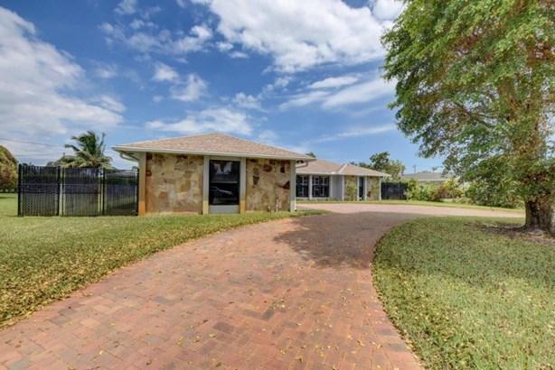 Single-Family Home - Lake Clarke Shores, FL (photo 4)