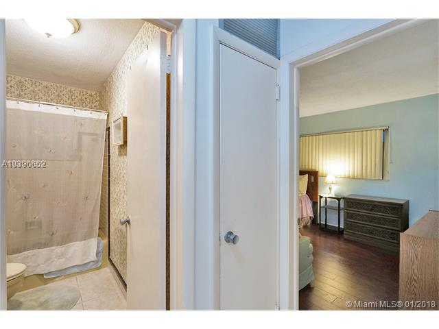 4270 Nw 49th Ave, Lauderdale Lakes, FL - USA (photo 4)