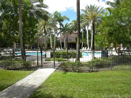 7970 N Nob Hill Rd  #106, Tamarac, FL - USA (photo 3)