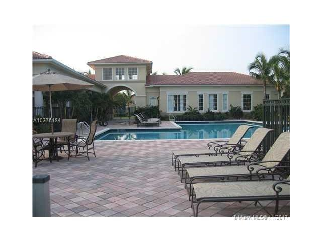 2586 Centergate Dr, Miramar, FL - USA (photo 3)