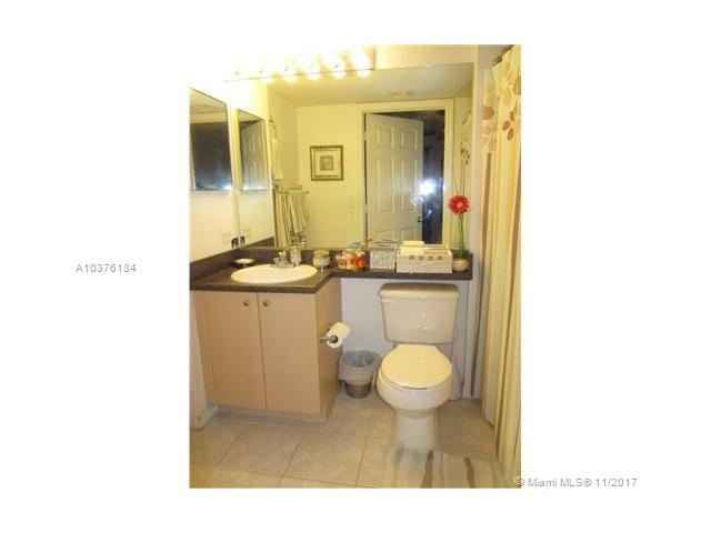 2586 Centergate Dr, Miramar, FL - USA (photo 5)