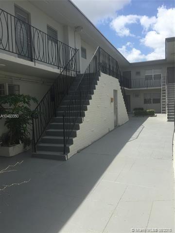 16951 Ne 18th Ave, North Miami Beach, FL - USA (photo 4)