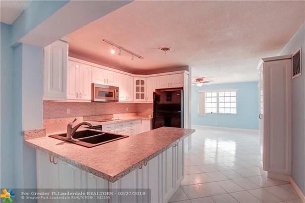 4902 Nw 27th Ave, Tamarac, FL - USA (photo 4)