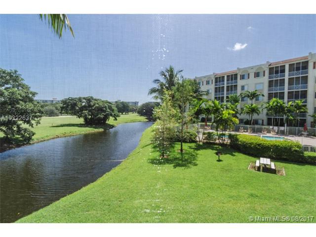 3600 Oaks Clubhouse Dr  #207, Pompano Beach, FL - USA (photo 1)