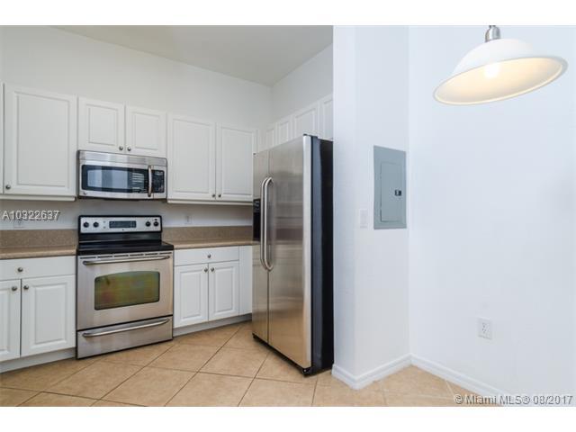 3600 Oaks Clubhouse Dr  #207, Pompano Beach, FL - USA (photo 2)