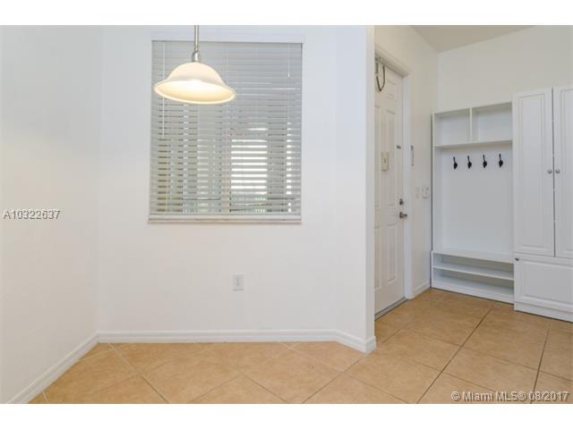 3600 Oaks Clubhouse Dr  #207, Pompano Beach, FL - USA (photo 4)