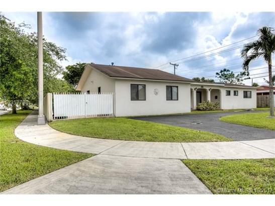Single-Family Home - Hialeah, FL (photo 3)