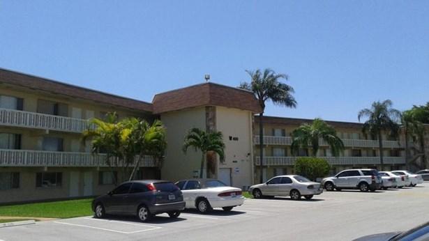400 Village Green Circle Unit 317, Palm Springs, FL - USA (photo 1)