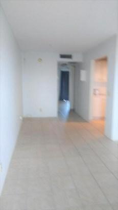 400 Village Green Circle Unit 317, Palm Springs, FL - USA (photo 2)