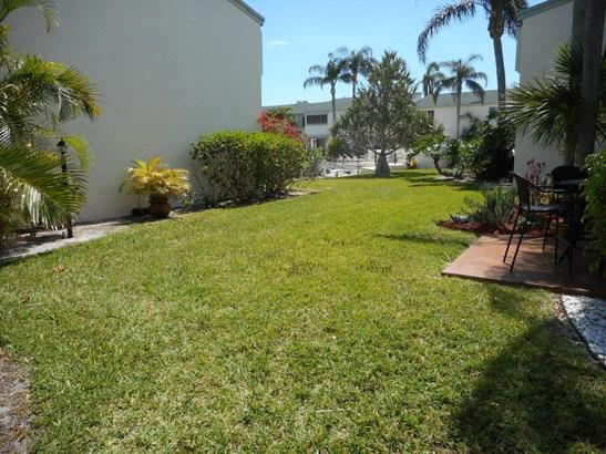 Condo/Townhouse - North Palm Beach, FL (photo 4)