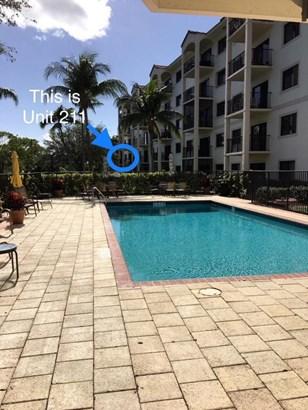 2105 Lavers Circle Unit 211, Delray Beach, FL - USA (photo 4)