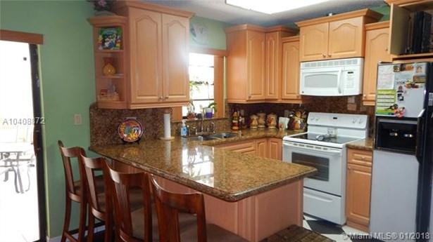 16801 Nw 69th Pl, Hialeah, FL - USA (photo 4)