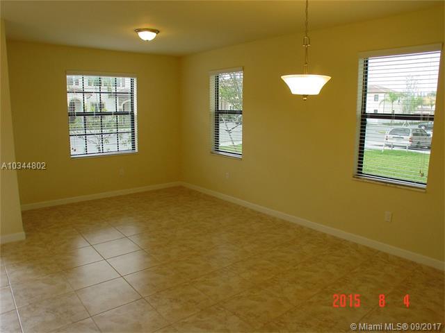8872 W 35 Ct  #8872, Hialeah, FL - USA (photo 2)