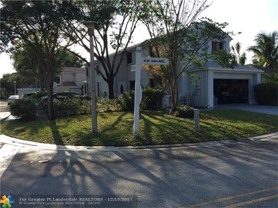 2001 Nw 38th Ave, Coconut Creek, FL - USA (photo 1)