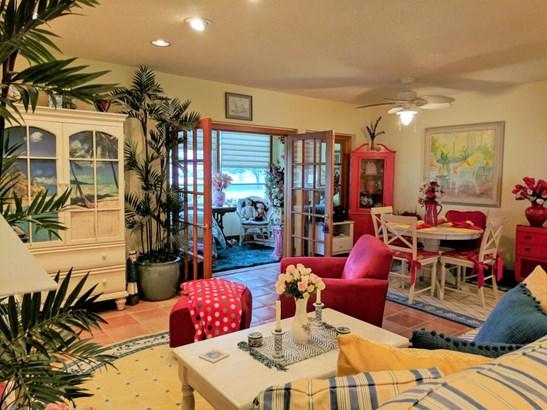 Condo/Townhouse - Palm Springs, FL (photo 2)
