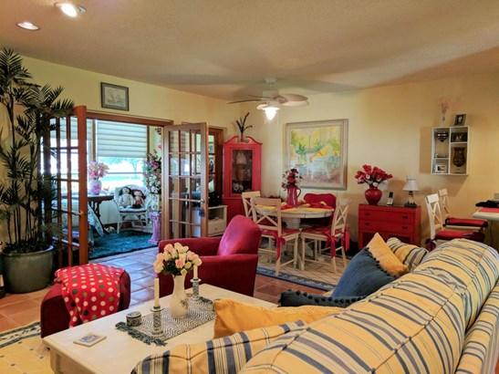 Condo/Townhouse - Palm Springs, FL (photo 5)