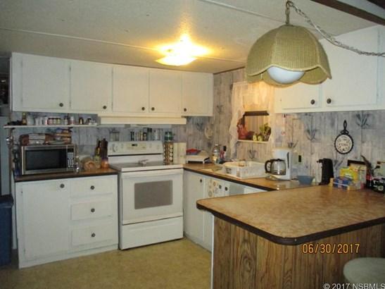 Single-Family Home - Oak Hill, FL (photo 5)