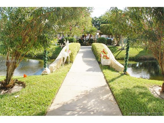 4700 Nw 35th St  #606, Lauderdale Lakes, FL - USA (photo 2)