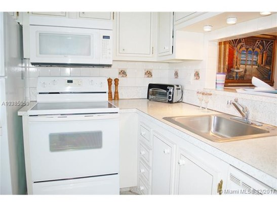 4700 Nw 35th St  #606, Lauderdale Lakes, FL - USA (photo 3)