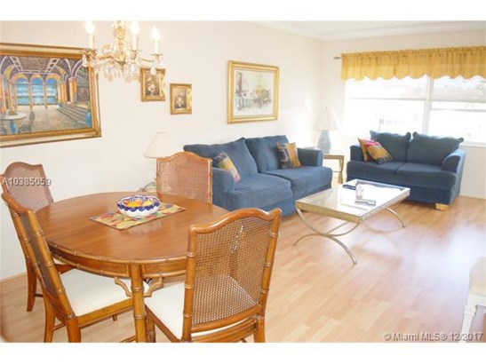 4700 Nw 35th St  #606, Lauderdale Lakes, FL - USA (photo 4)