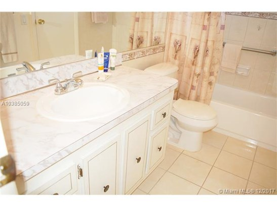 4700 Nw 35th St  #606, Lauderdale Lakes, FL - USA (photo 5)