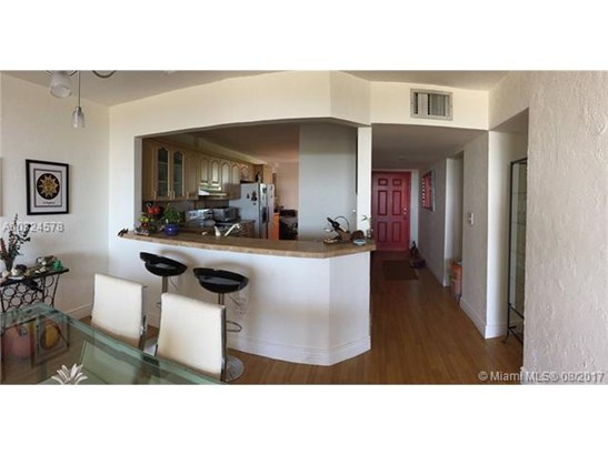 Condo/Townhouse - North Miami, FL (photo 3)