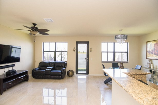 Condo/Townhouse - Parkland, FL (photo 4)