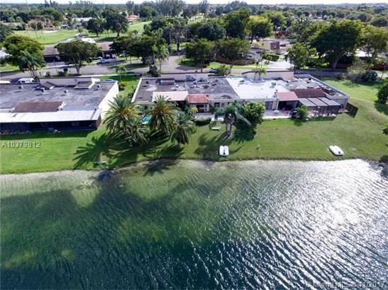 19410 E Lake Dr  #19410, Hialeah, FL - USA (photo 1)