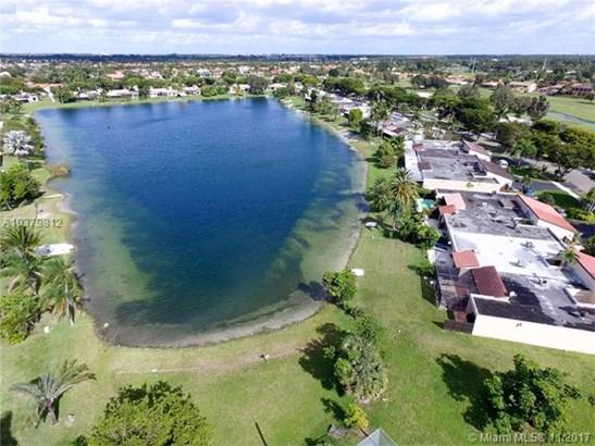 19410 E Lake Dr  #19410, Hialeah, FL - USA (photo 3)