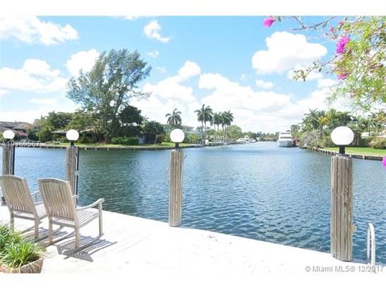 612 Oleander Dr, Hallandale, FL - USA (photo 3)