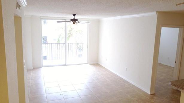 Condo/Townhouse - West Palm Beach, FL (photo 3)