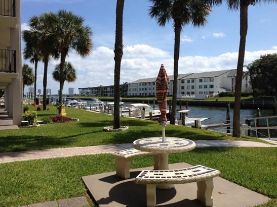Condo/Townhouse - North Palm Beach, FL (photo 2)