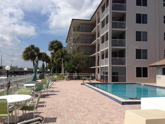 Condo/Townhouse - North Palm Beach, FL (photo 5)