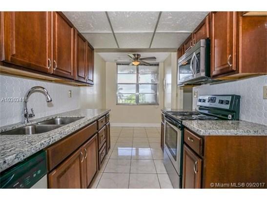 Condo/Townhouse - Lauderdale Lakes, FL (photo 1)