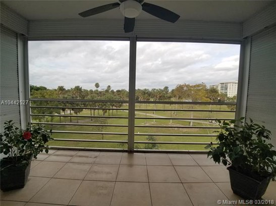 3960 Oaks Clubhouse Dr  #404, Pompano Beach, FL - USA (photo 5)