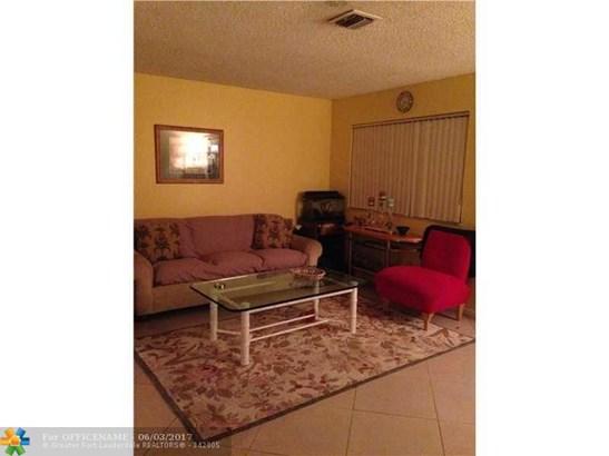 Condo/Townhouse - Green Acres, FL (photo 2)