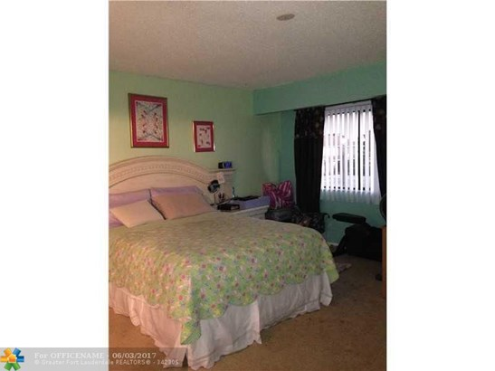 Condo/Townhouse - Green Acres, FL (photo 3)