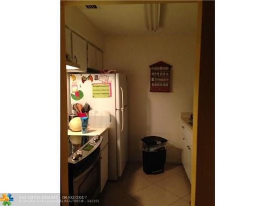 Condo/Townhouse - Green Acres, FL (photo 5)