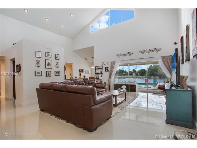 950 Nw 203rd Ave, Pembroke Pines, FL - USA (photo 2)